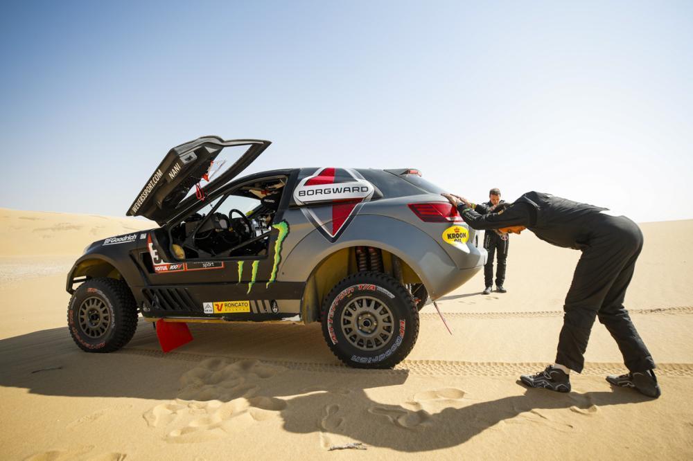 2020 42º Rallye Raid Dakar - Arabia Saudí [5-17 Enero] - Página 11 EOUI5uHXsAEL1JA?format=jpg&name=medium
