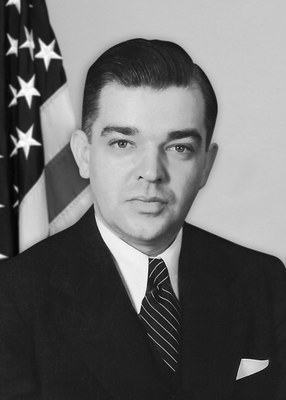 The #FBI honors Assistant Director in Charge Percy E. Foxworth and Special Agent Harold Dennis Haberfeld, who died in an airplane crash #OTD in 1943. They were flying to Africa to perform a secret mission in connection with the war effort. #WallofHonor ow.ly/e7Ml50xVxVa