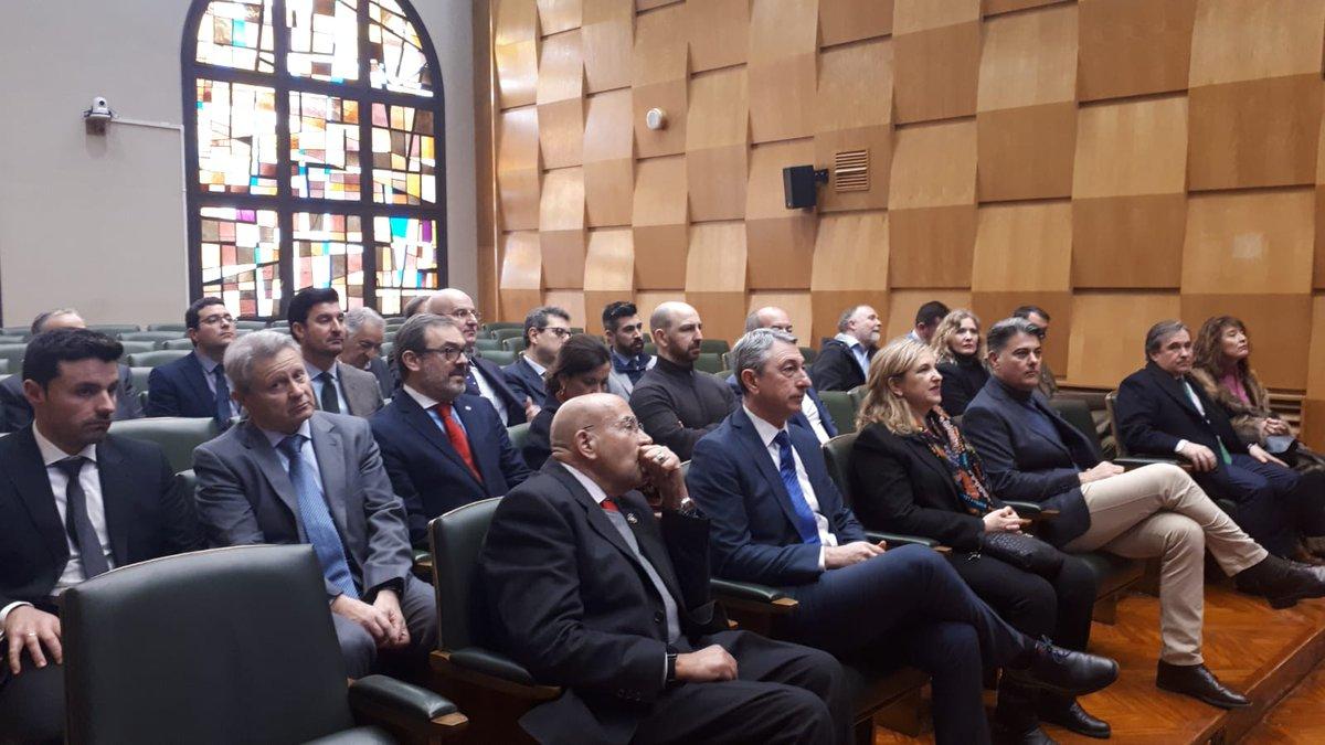 Los miembros del Comité Organizador de Figan visitan el Ayuntamiento de Zaragoza, donde va a tener lugar la primera reunión de la edición de 2021 #figan2021 https://t.co/dbbBqBpxBM
