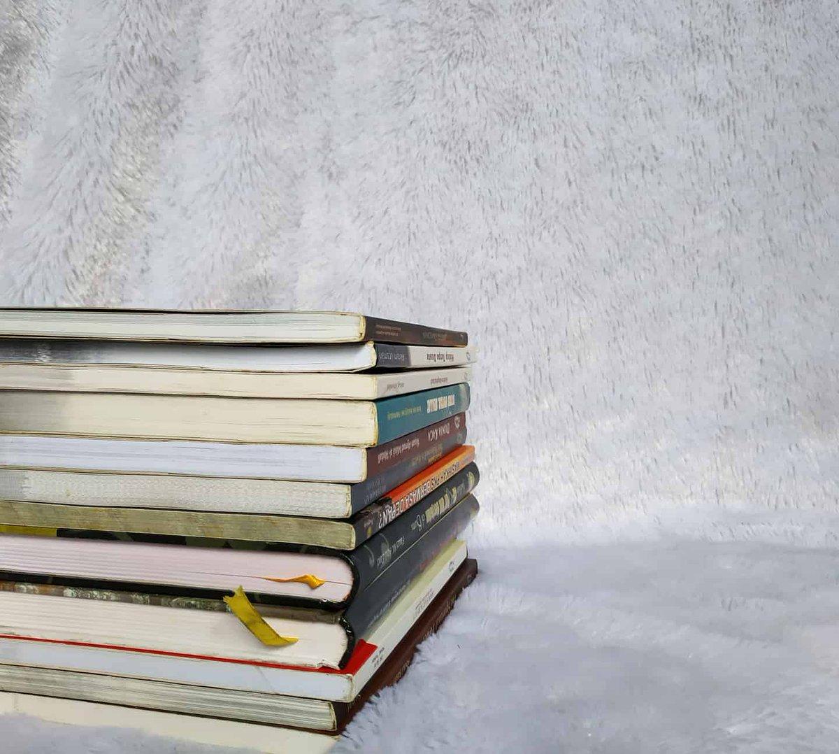 Assalamu'alaikum,  Sahabat, katanya kalo buku lem udah mulai copot, menguning, ada beberapa bagian ujung buku terlipat, itu tandanya sering dibawa kemanapun dan dibaca kapanpun. Setuju gak?   #berbagisemangat #beraniberhijrah #bacaan #ayomembacapic.twitter.com/RygxOb0pxe