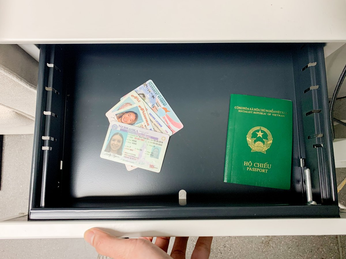 Keeping prospects' IDs in a desk drawer potentially puts them at risk for identity theft. With CheckpointID, you can verify the IDs and return them right back to your guests!   Modernize your community's ID policy today!   http://ow.ly/Wvqe50xVtc1   #multifamily #checkpointid pic.twitter.com/wvRcVxl5zR