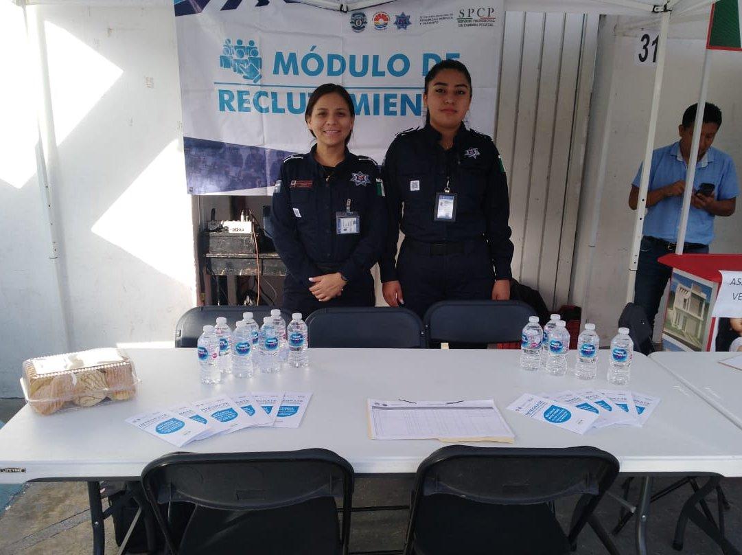 ¿Te interesaría formar parte de la #PolicíaQuintanaRoo?, acude a nuestro módulo de información que se encuentra instalado en el Parque de Las Palapas durante el programa #Empléate, hasta las 14:00 horas.  ¡Te esperamos! #SeguridadCiudadana #Convocatoria  @AytoCancunpic.twitter.com/gYwSlNu8uN