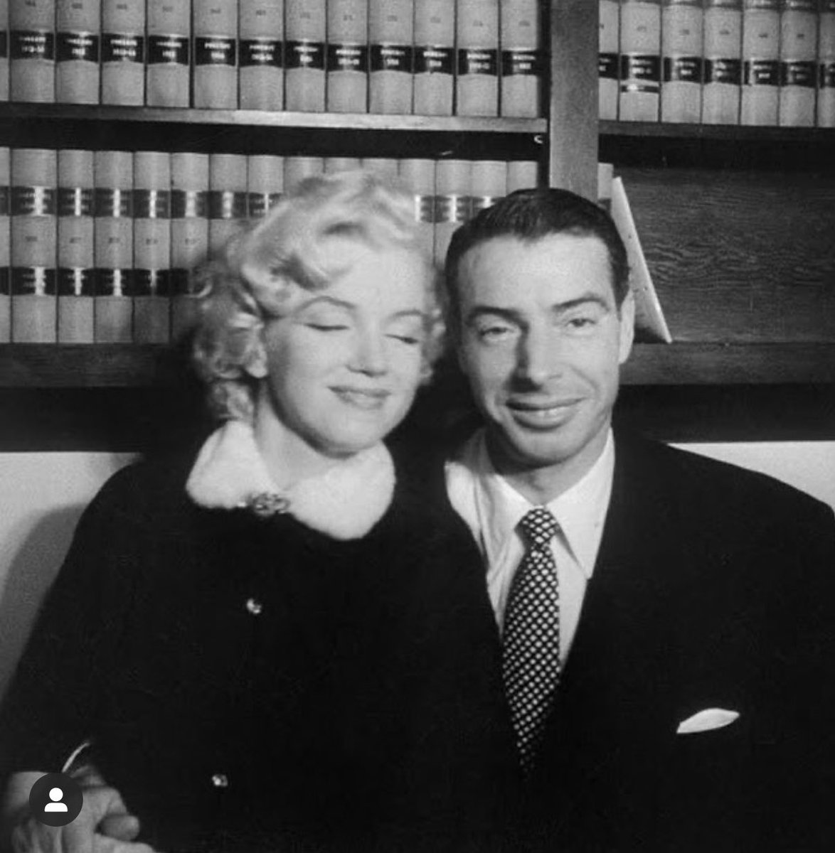 "⁦NY @Yankees⁩ great Joe DiMaggio married Marilyn Monroe on this date in 1954. I met him at a baggage carousel at National Airport in 1989 during the ⁦@SFGiants⁩-⁦@Athletics⁩ World Series and asked him who he liked. ""I don't give a damn about either team,""he said"