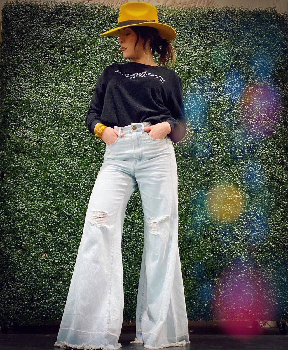 While our Boss Babes owners are scouting for new looks, we have a lot of NEW stuff for YOU in our store!   We open at 10!   Flares - http://rb.gy/ynqhik   #BossBabes #WomenOwnedBusiness #VanillaFringeBoutique #SuperFlares #FlareJeans #BoutiqueOwners #BoutiqueStylepic.twitter.com/33plh1xMQk