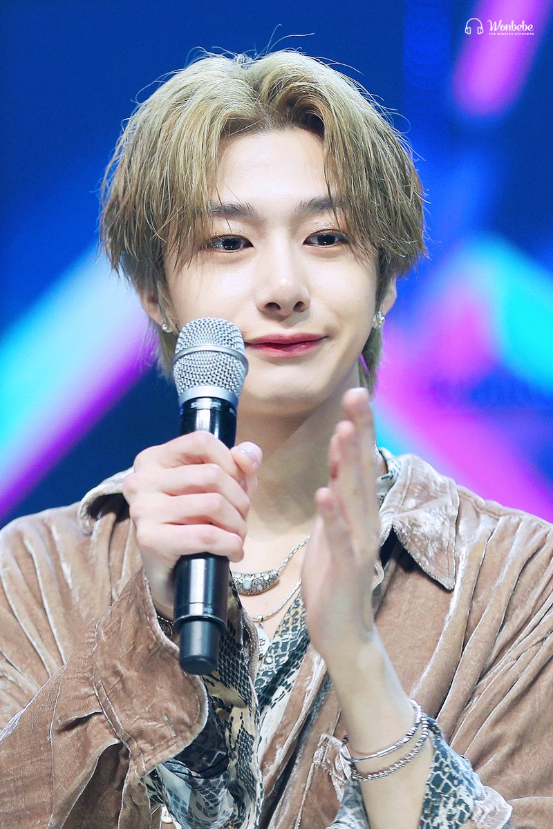 #HBDtoHYUNGWON  #온_세상이_형원이로_덮인_날  May more good thing & honor come to u this year~  #MONSTAX  #몬스타엑스  #형원 #HYUNGWON #ヒョンウォン  @OfficialMonstaX<br>http://pic.twitter.com/9M9XBMK7qA