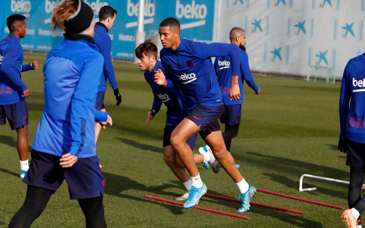 🔝Els jugadors del Juvenil A, Xavier Mbuyamba i Jaume Jardí s'han exercitat per primera vegada amb el primer equip! Enhorabona, nois! 👏👏  🏠 La Masia, el futur del Barça  #FCBMasia #ForçaBarça🔵🔴