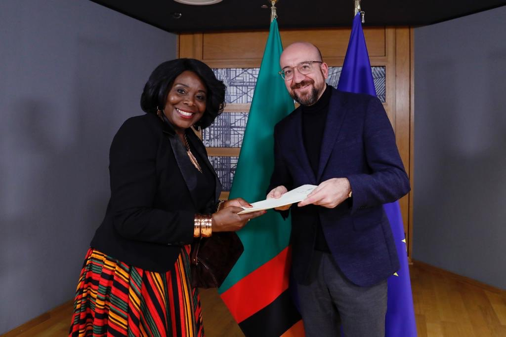 Today I received the letters of credentials of the Ambassadors of the Republic of Zambia, Panama, Chile and the Lao People's Democratic Republic. europa.eu/!bW64tg