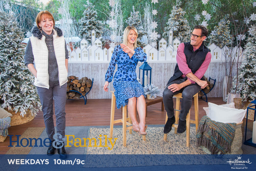 .@lawrencezarian shares how to look cool while staying warm! Tune in TOMORROW at 10am/9c on @hallmarkchannel.