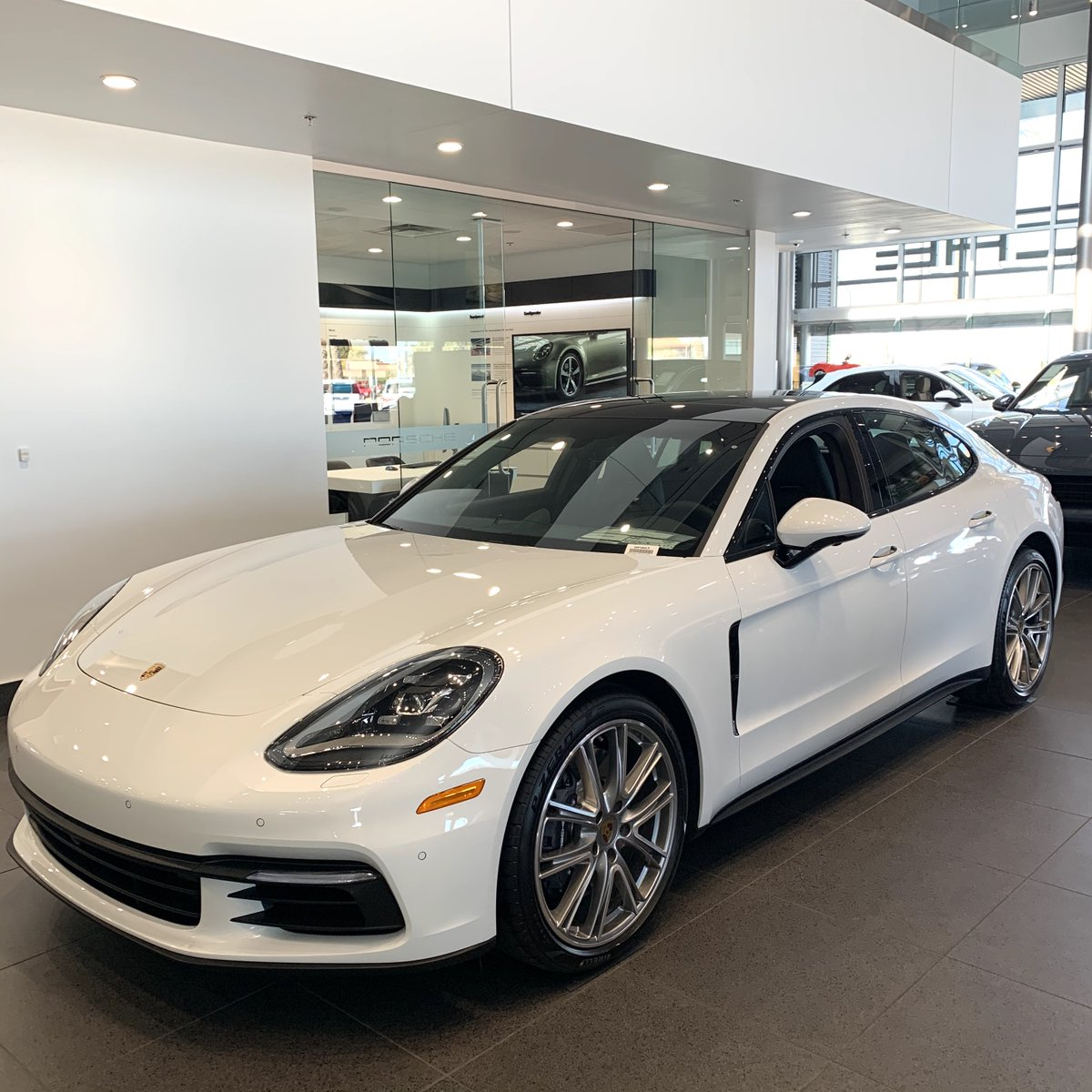 Stunning 2020 #Porsche #Panamera in our showroom.  A #sportscar with four seats, an unmistakable silhouette, and performance figures associated only with a Porsche. pic.twitter.com/wIsXcjnCKf