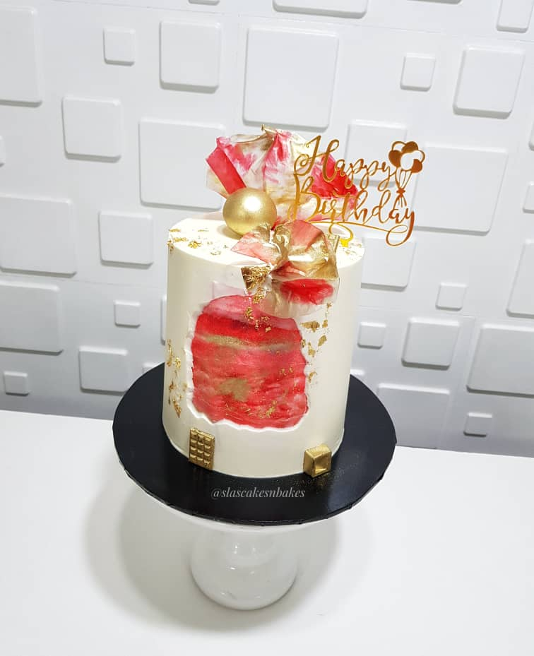 Exploring the world of butter cream..  - Creating lasting memories one cake slice at a time  . . Happy birthday @hariikestyles  . . #slascakesnbakes #tasteitloveit #buttercreamcakes #ricepapersail #waferpaper #faultline #cakesinlagos #cakesmadewithlove #cakestagrampic.twitter.com/fk2KCGpO1m