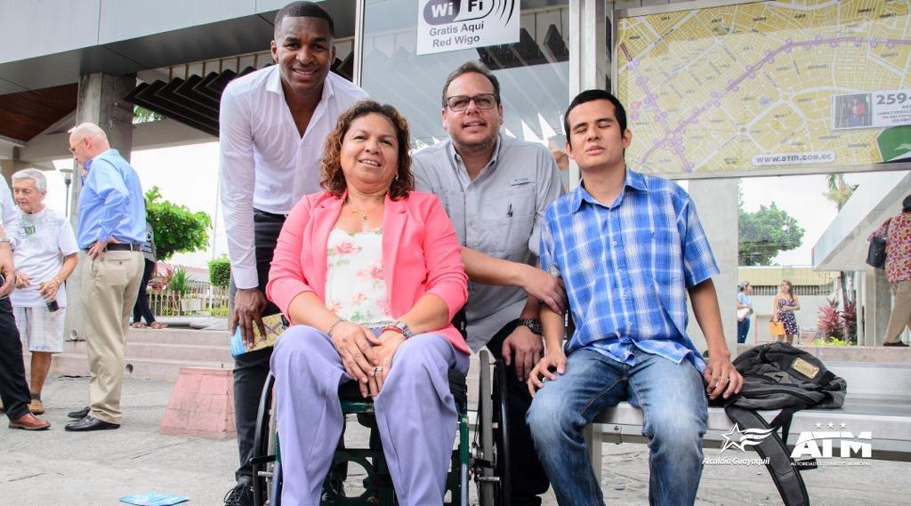 Junto a la Alcaldesa @CynthiaViteri6, nuestro Gerente General @andresroche, @FricksonE3 y @asoplejica inauguramos el Corredor Vial 4, en la Avenida Agustín Freire e Isidro Ayora.   ¡Seguimos transformando la cultura vial en Guayaquil!  #SomosMásQueTránsito