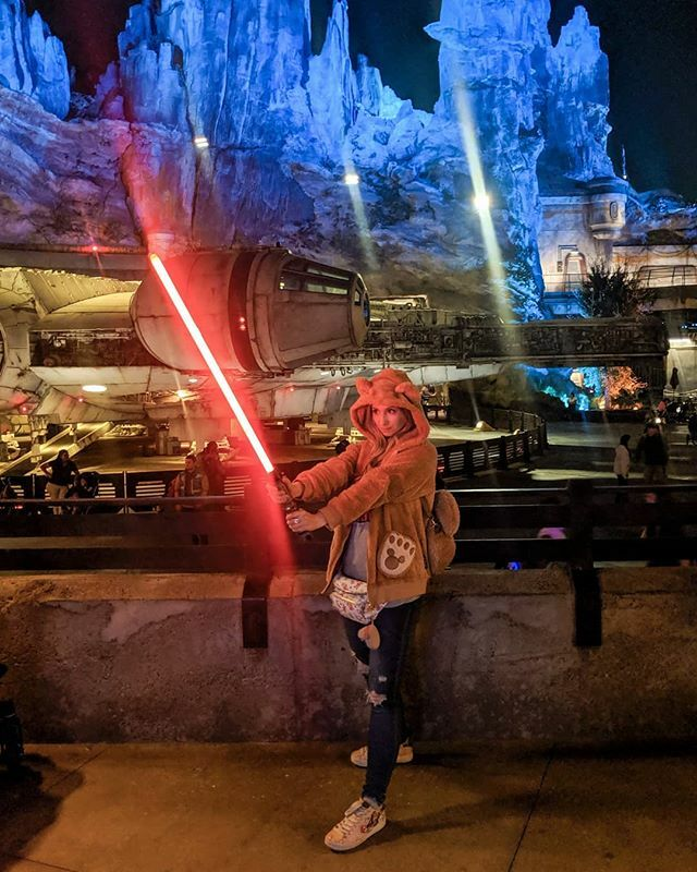 The force is strong with Duffy. 😁😁 Who has checked out Galaxy's Edge already? And who is excited for the new ride about to open? 😁😍 #starwars #starwarsland #starwarsgalaxysedge #disney #disneyland #duffy #duffythedisneybear #darkside #millenniumfalcon #adventure