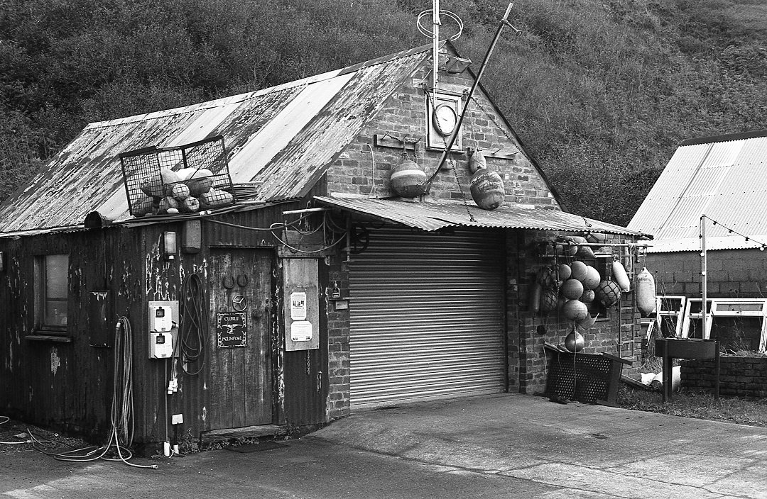 From last November. Boat shed  #pembrokeshire #wales  @kosmofoto #35mm #pentaxmesuper #keepfilmalive #shootfilm #blackandwhitefilm #filmphotography #istillshootfilm #issf #ishootfilm #keepfilmalive #believeinfilmpic.twitter.com/3zHcUE9FVj