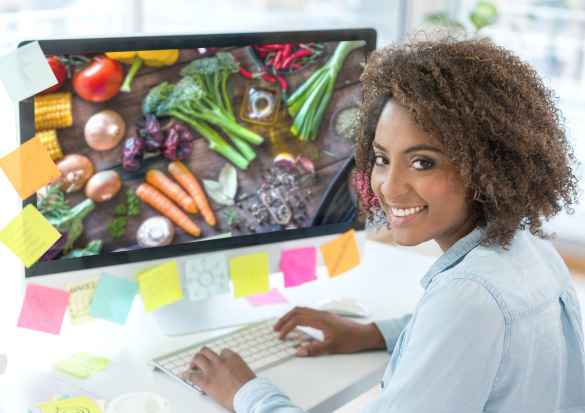 Oba! Estamos contratando! \o/   Conhece algum Designer fera, que adora gastronomia? Chame seu amigo (a) pra conversarmos e conhecermos o portfólio.  #vagadeemprego #designergráfico #diretordecriação #empregosbh   Currículos para thiago.ferreira@superverdemar.com.brpic.twitter.com/5JWVFBT49y