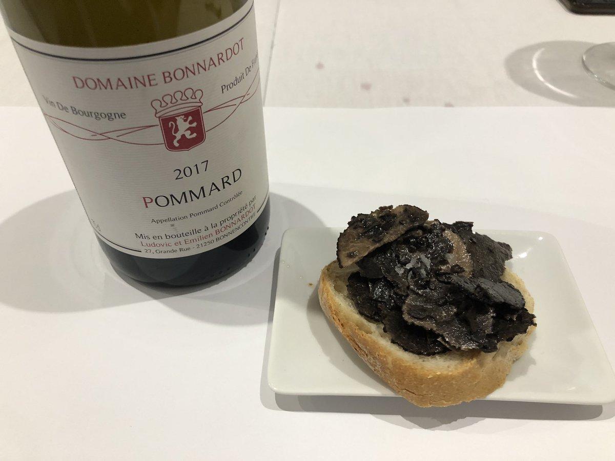 #Gastrosensaciones Cata de trufa negra con vino de borgoña en @AEXGastronomia