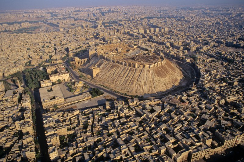 ⭕️ History Shows What's Wrong With the Idea That War Is 'Normal' in the Middle East. @stephenniems thoughts on Middle East stereotypes in war, in @TIME 📷 Aerial view of the citadel in the ancient city of Aleppo, Syria ℹ️ time.com/5764119/middle… ℹ️ archaeologyin.org