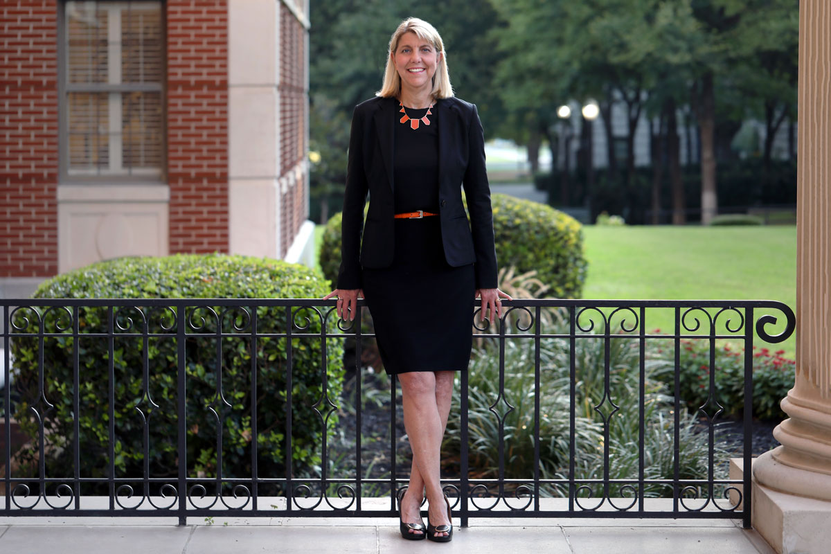 Black and orange?  We'll allow it.  President Linda Livingstone is being inducted into @OKStateAlumni's OSU Hall of Fame. #SicEm #GoPokes   →  http:// bit.ly/38dbHeq    <br>http://pic.twitter.com/IkicKqBqxs