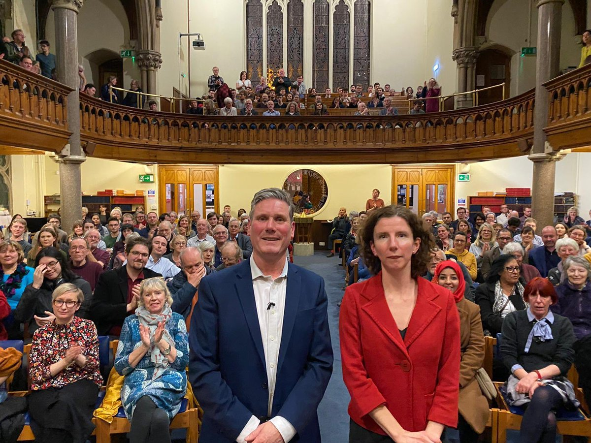 A brilliant evening serving up dinner at Rosehill Community Centre in Oxford then speaking with hundreds of members alongside @AnnelieseDodds. There's a real sense of hope growing that another future is possible - but we need to fight for it. Join me: keirstarmer.com