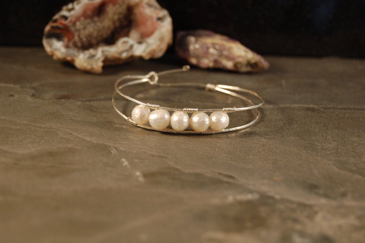 A timeless classic with a #coolgirl vibe Full Moon Double Bangle Bracelet - Silver - Pink Gold - Yellow Gold - Faceted Freshwater Pearls - #limitededition #artisanjewelry by #theastralforge on #etsy #miami #artist in #midtownmiami #wynwood #designdistrict  https://etsy.me/2RjEnvkpic.twitter.com/2BoS0CZcyl