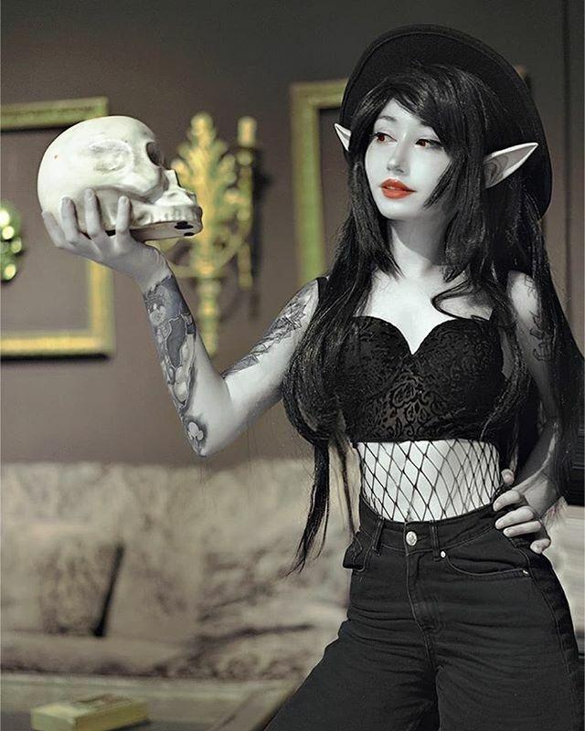 Here's @saya.rii with her sexy take on #marcelinethevampirequeen. . : @soryum.ph. . #marcelinecosplay #adventuretimecosplay #bestcosplay #cosplayideas #cosplaygirl #cosplaybabe #cartooncosplay #vampirecosplay #cosplayersofinstagram #geekgirls … https://ift.tt/35VFzuepic.twitter.com/JKLG21xeJ4