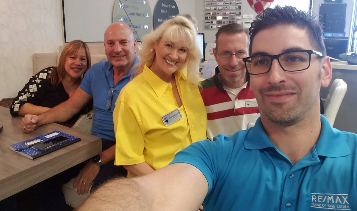 We are a Great Group of RE/MAX Realtors  #RemaxHouseOfRealEstate #RemaxInMotion #RemaxKat #RealEstateKat #RockStarRealtor #KathyHyatt #KathyHyattRocks #SellingSouthFlorida #SellingPlantation #SellingPlantationAcrespic.twitter.com/NOgz3quAMF