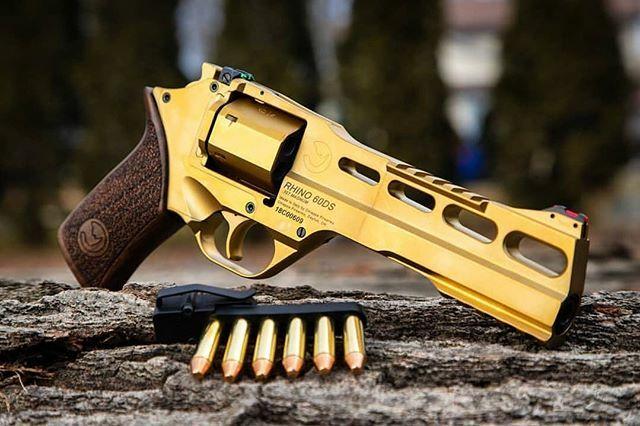 GoldenEye 2020. - 📸@talon_sei #chiapparhino #2a #pewpew #gunsdaily #gunfanatics #revolver #wheelgun #gun