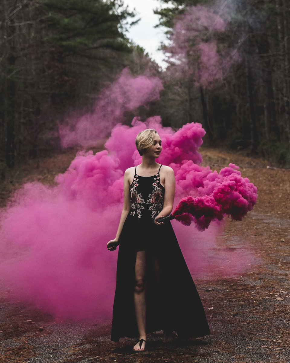 I don't usually post my collection on here but I'm very proud of this set of photos from my last shoot. Hope you guys like it.   #photoshoot #photographyeveryday  #smoke #art #photographer #pink #love #contrastpic.twitter.com/6ITIdACAgS