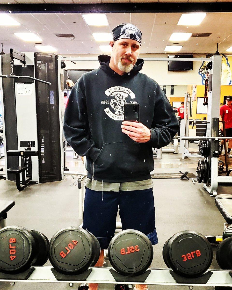 Gittin my workout on! #backontrack #gymlife #gymmotivation #menwithtattoos #bodytransformation #inprogress #gymfam #fitfam #fitness #fitlife #menwholift #goatee #getfit #cantstopwontstop #fitnessjourney #workhard #trainhard #workout #maxfit247 #sweatitoutpic.twitter.com/pne1XMeUJV