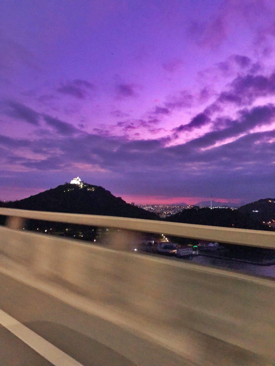 O céu do nosso #espiritosanto hoje. Como somos abençoados por viver numa cidade assim! #descubraoes pic.twitter.com/HTXYdRx42b