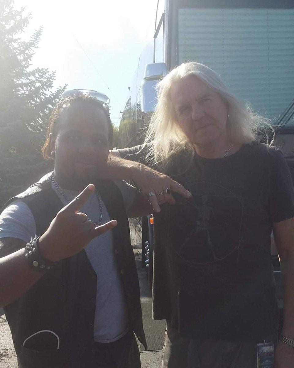 Wanna give a shout out wish @saxon.official front Sir @biff_byford Byford a happy birthday. #smx #studmetalx #metalheads #heavymetal #thrashmetal #saxon #englishmetal #nwobhm #metalking #battlevest #battlevestassault #legend #celebrity #biffbyford #happybirthdaypic.twitter.com/X1vg5weShl