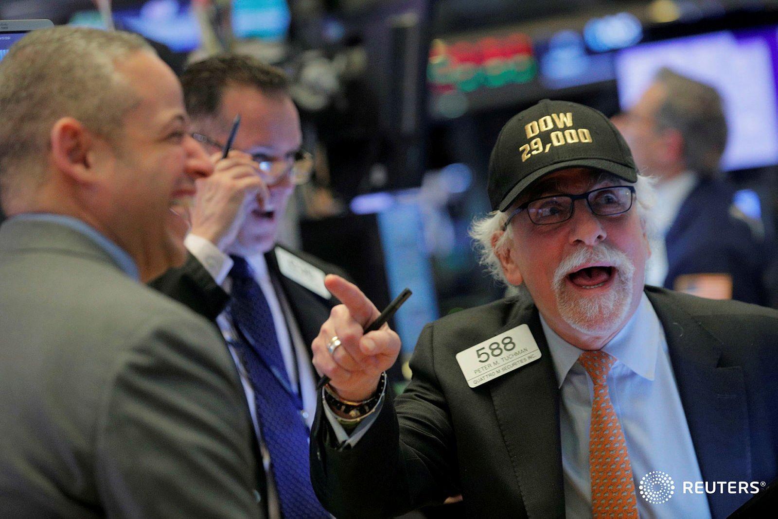Peter Tuchman con su gorra del Dow Jones 29,000 en la Bolsa de Nueva York
