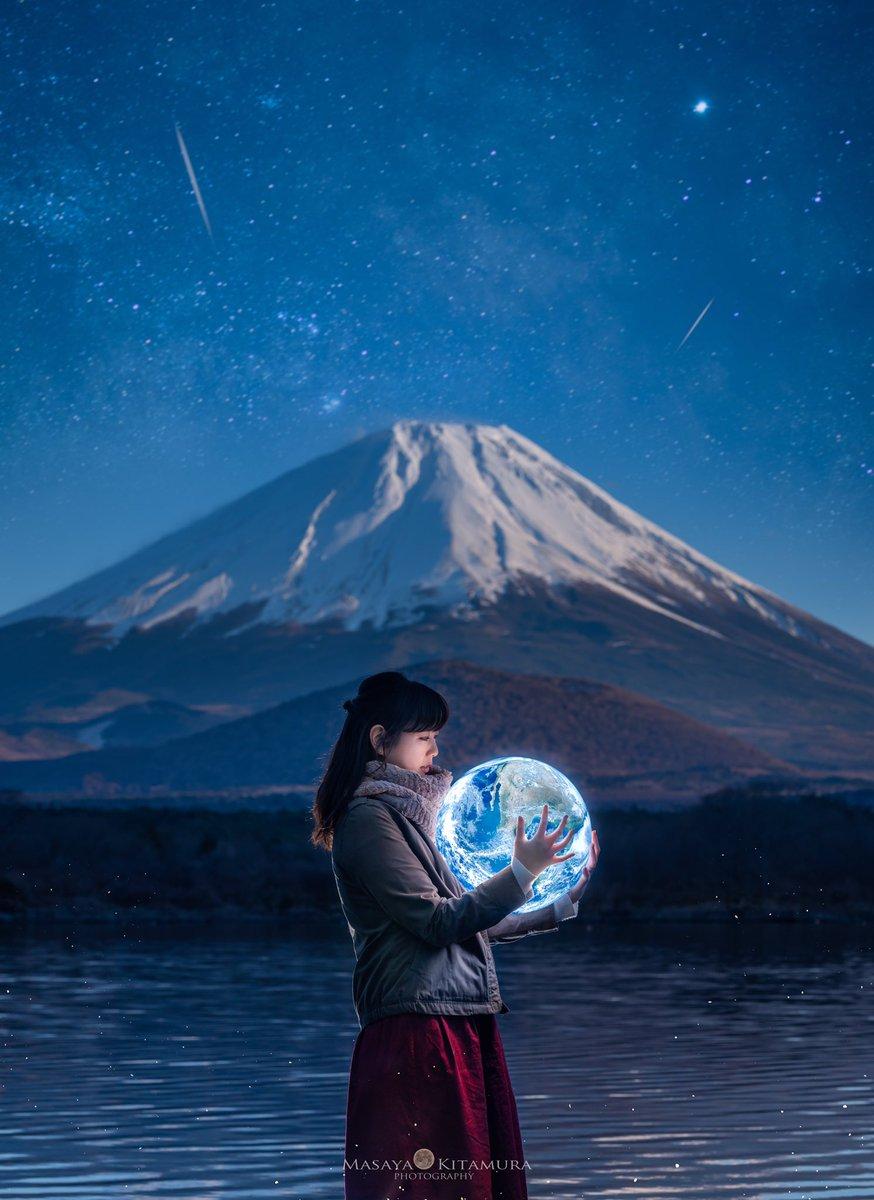 もしも満月が持てたら...💫今年も富士山を背に満月(地球も)を持って来ました♪色々とトッピングして表現しています😄今後インスタではこういうのフィルターがかかって見れなくなるかもなので、Twitterで少しでも沢山の方に見ていただけたら嬉しいです🥺🙏表現の場が減るのは素直に悲しい...😭