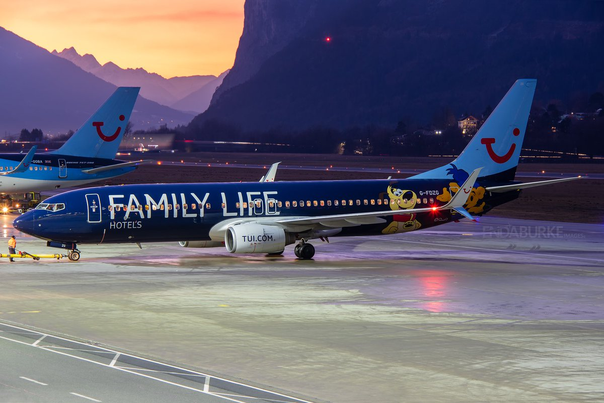 Awaiting pushback at INN is this @tuiuk which is heading to @stn_airport  and after that, she later positioned to @manairport #avgeek #aviation #tui #familylife #boeing #boeing737 #innsbruck #austria #lowi #apron #airport #moutains #tyrol #photography #nightpic.twitter.com/4e8psvPMzh