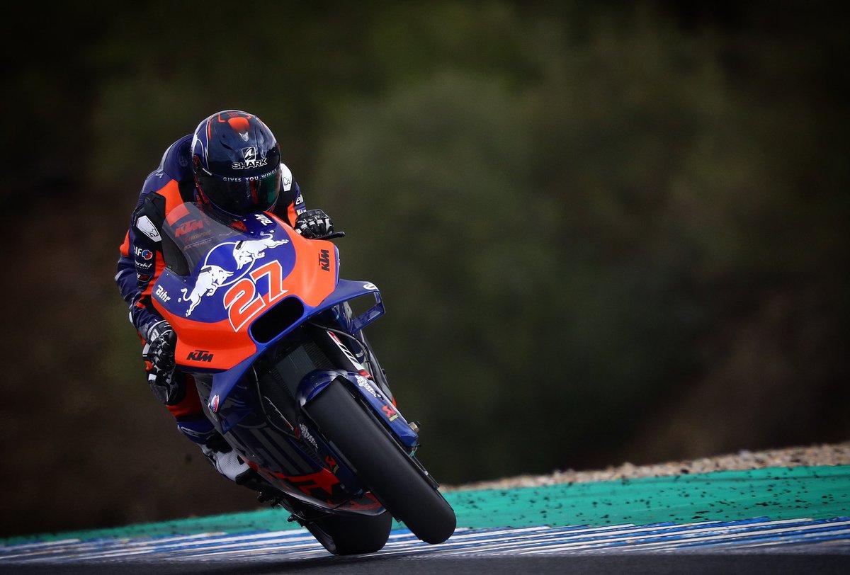 Giving it all ✊🏻 #KTM #Tech3 #MotoGP @MotoGP #IL27