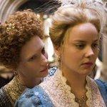 Image for the Tweet beginning: アマプラで『無敵艦隊』(1937)。ヴィヴィアン ・リーとローレンス・オリヴィエのカップル共演は美美美!でも美形同士すぎてかえってミスマッチの感。若くて美しい二人を前に「私はこんなに老いた。もう鏡はいらない。」と言わされる女王像から『エリザベス ゴールデンエイジ』に至るまで70年か。。