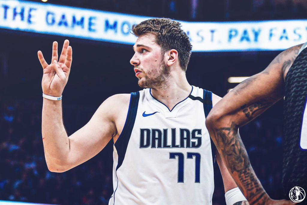 Per @bball_ref, Luka Dončić just became the 9th player in history to record 25p-15r-15a in a single game.  Oscar Robertson, 14 times Wilt Chamberlain, 4 Larry Bird, 2 *Luka Dončić, 1 James Harden, 1 Magic Johnson, 1 Nikola Jokić, 1 Micheal Ray Richardson, 1 Russell Westbrook, 1