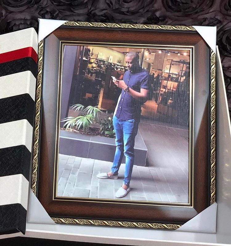 CUSTOMIZED FRAMES  AVAILABLE SIZES  10x12  12x16 ,16x20, 16x24,20x24, 20x30 ,24x36.  Box attracts extra cost  It takes 4 working days to complete after payment have been made  . . #nigeriaentrepreneurs #nigeriastartups #nigeriaentrepreneurshippic.twitter.com/o4ELOmUQc3