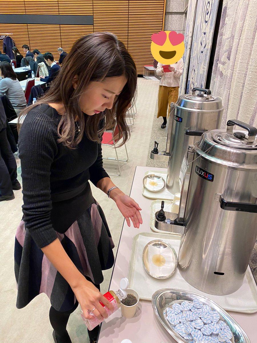 今日は東京国際フォーラムで開催された希少糖セミナーをキャッチしてきました✨ 昨年、機能性表示食品に変わり、パッケージも新しくなった「レアシュガースウィート」❣️ 血糖値の上昇を抑えてくれる効果があるので、こうしてコーヒーのお砂… https://t.co/N7fzySxNiD