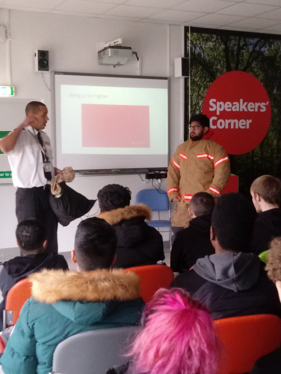 Great event this morning with Carl from @manchesterfire. Students from a wide range of courses discussing the various routes into the Fire Service and how to become a volunteer. @OldhamCollege