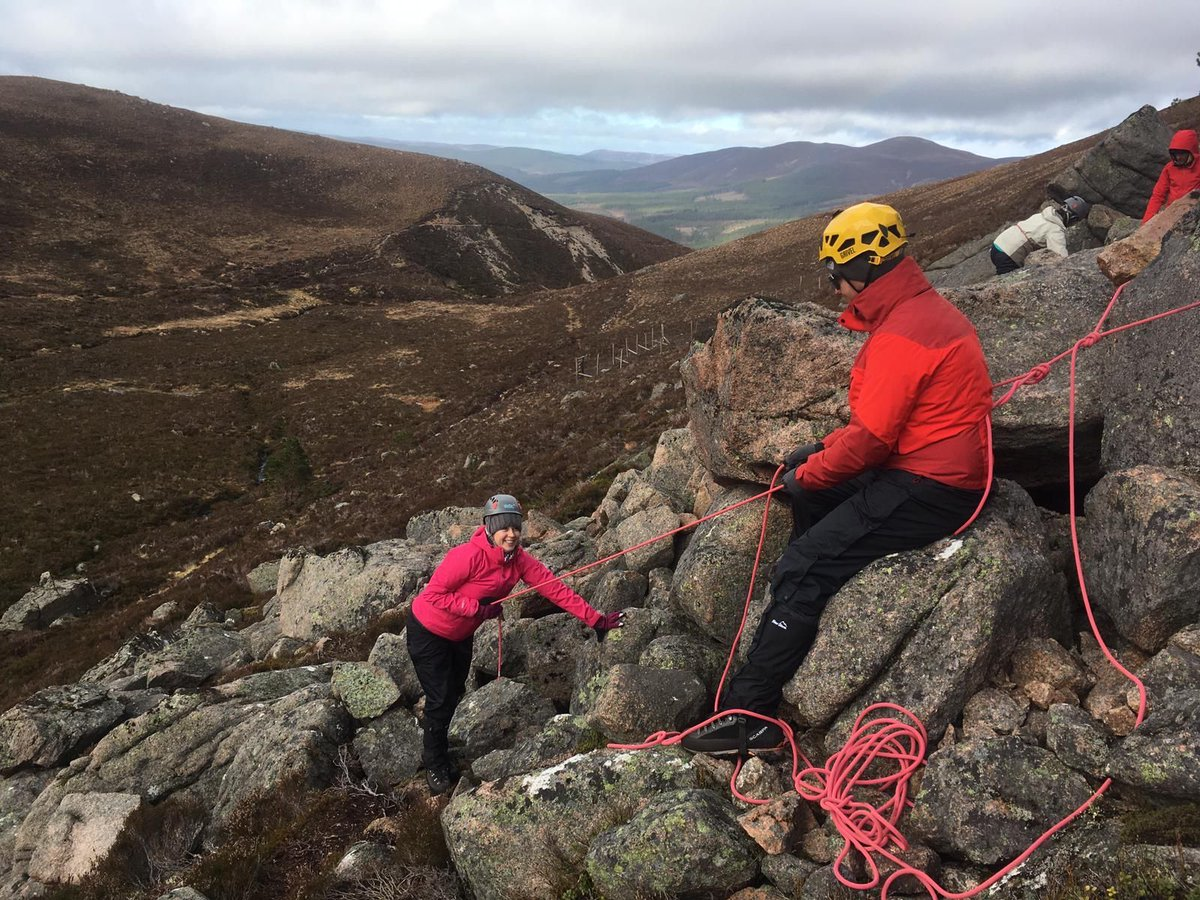 Learn your rope work for when you're out on the hill, these skills are essential for helping yourself and partner to move safely around the mountains and trails #ropeaccess #srt #belay #guidebase #southafricanabseil #mountainguide #abseil #climbing #ropework  @iamryanmeadows