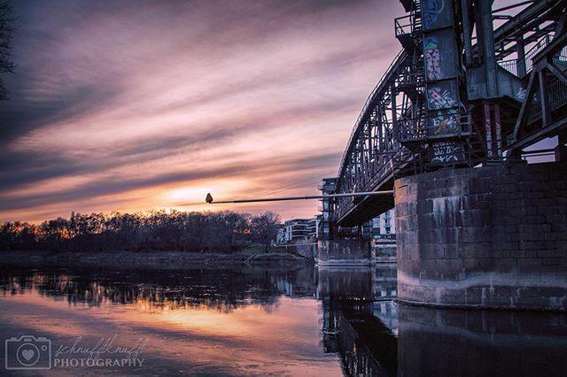 Wer glücklich sein will, braucht Mut! Mut zur Veränderung, neue Brücken zu bauen, alte Pfade zu verlassen und neue Wege zu gehen.  #hubbrücke #hubbrückemagdeburg #fotografie #photography #hobbyfotografie #magdeburgerkind #magdeburgerleben #magdeburg #fot… https://ift.tt/370o6lopic.twitter.com/pyt37aB9Hl