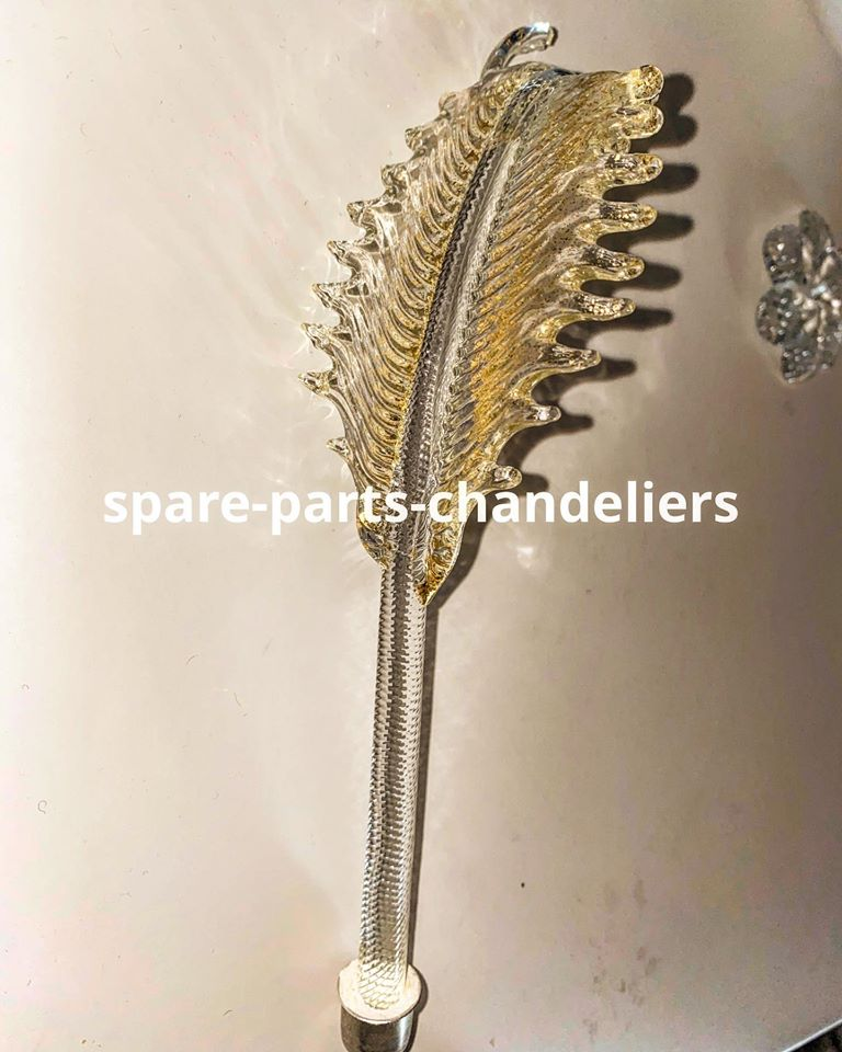 High leaf in crystal gold color, made in Murano blown glass, available here:   Beware of imitations online, the only shopping site: https://www.spare-parts-chandeliers.com   #muranospareparts #glass #gold #broken  #crystal #spare #parts #replacements #leafpic.twitter.com/CEY37gcXKE
