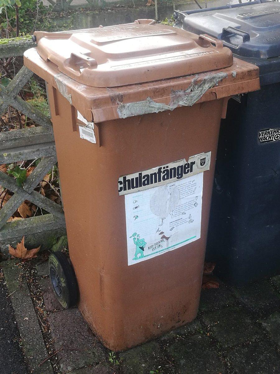 Also die Kinder in die Mülltonne zu schmeißen, finde ich schon etwas hart. pic.twitter.com/bOD1hRaocY