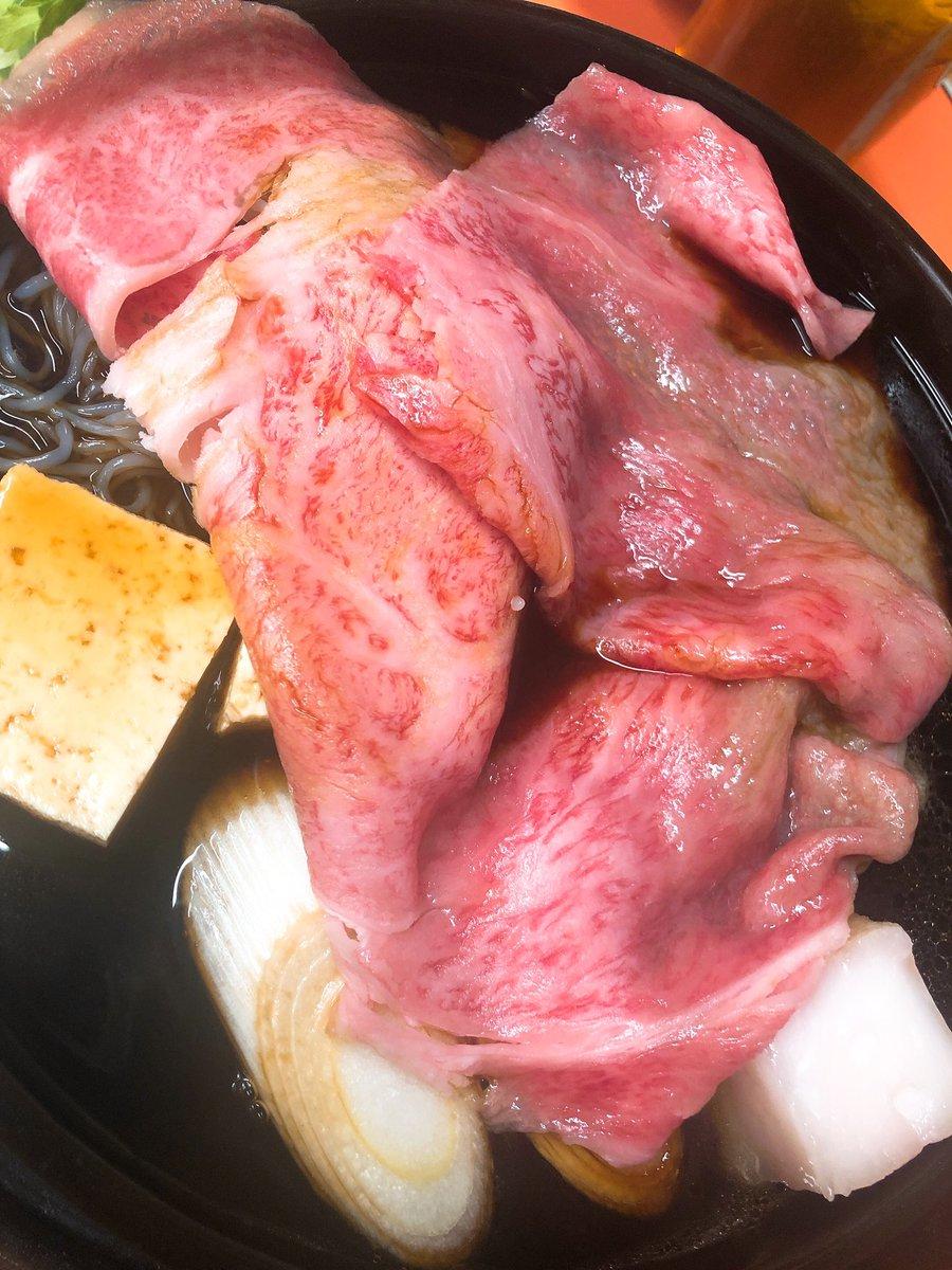 浅草といえば! 小さい頃からよく祖父母ときた、思い出いっぱいのだいすきなすき焼き!花やしきのとなり、ひさご通りにある、米久  米久のすき焼きってパーフェクト天国においしすぎる! サシが綺麗に入った柔らかな牛肉!甘辛く煮詰まったタレ… https://t.co/gpLs6yrqd1