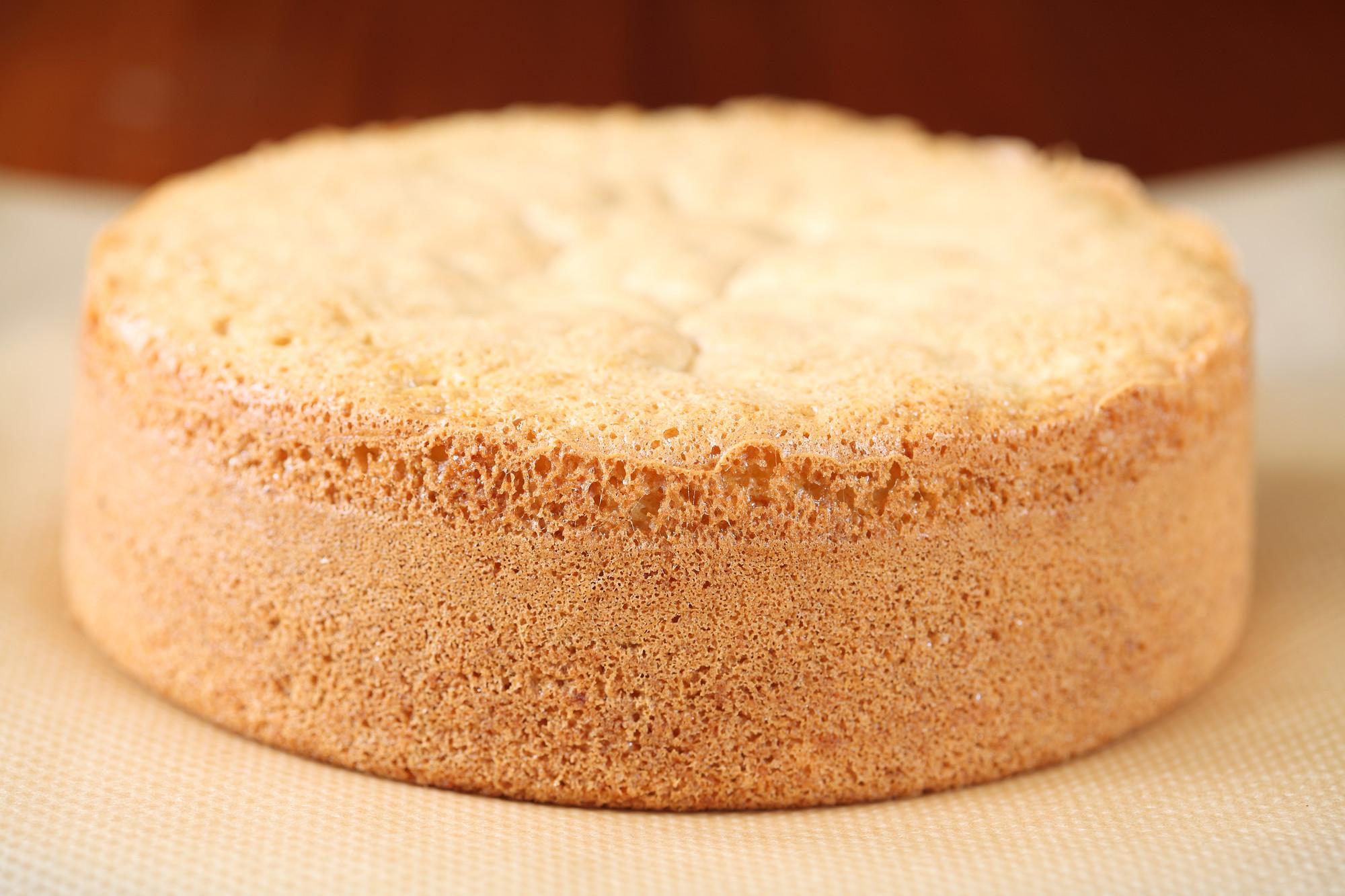 первую картинки тортов бисквит имеет