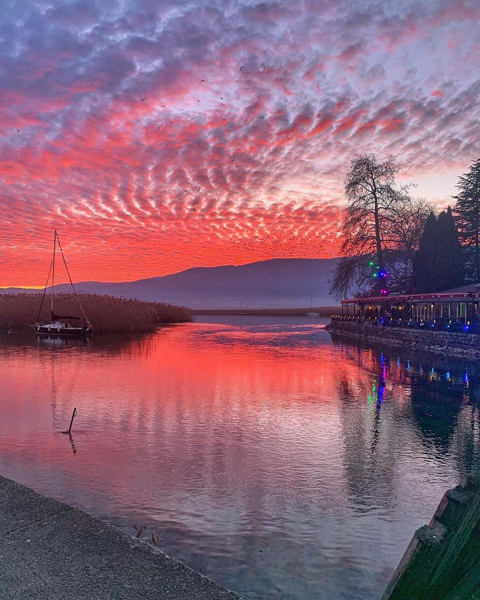 Pamje te mrekullueshme te liqenit nga Struga...  Photo: @goprooftheday     #liqeniiohrit #ohridlakepic.twitter.com/Nd5o6aq9eM