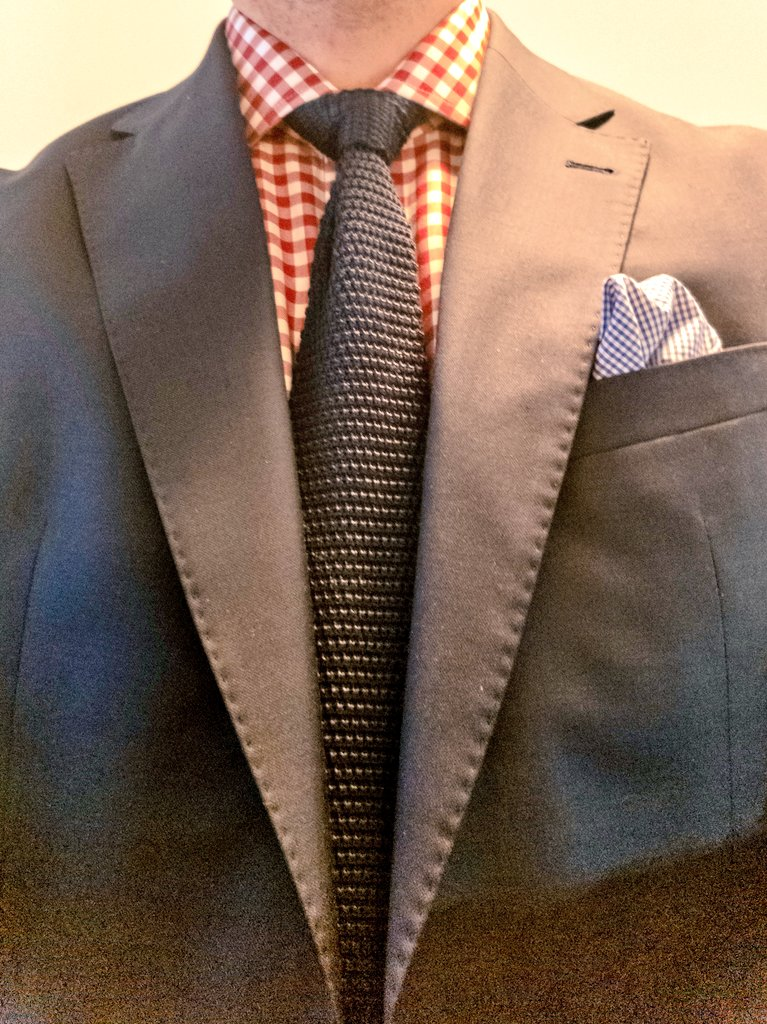 Today's #StyleTip,  a gingham shirt with a solid silk knit tie is always an easy combination to wear. #menswear #stylist #styleadvice #style #fashion #ootd #todaysoutfit pic.twitter.com/JadMfFCCAi