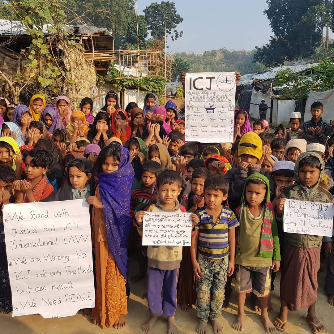 Last month, when the trial started, @fortifyrights-@dohadebates Media Fellow Dil Kayas captured this image of refugee #Rohingya children in Cox's Bazar showing support for the genocide case against Myanmar.  See more from Dil: https://www.instagram.com/dilkayas/