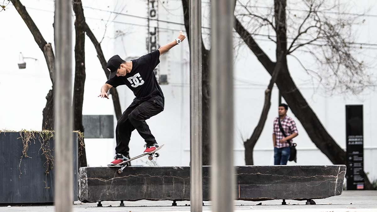 Para Giovany Rocha cualquier lugar es un buen spot para demostrar sus mejores trucos. 📷 : Enrique Viazcan. https://t.co/p2rUtS8hfA