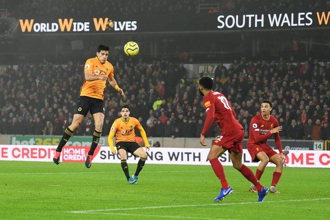 Pemain Wolves Raul Jimenez sang pembobol gawang Liverpool. (Twitter/@OptaJoe)